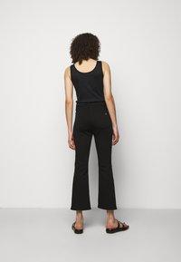 rag & bone - NINA HIGH RISE ANKLE FLARE - Flared Jeans - black - 2