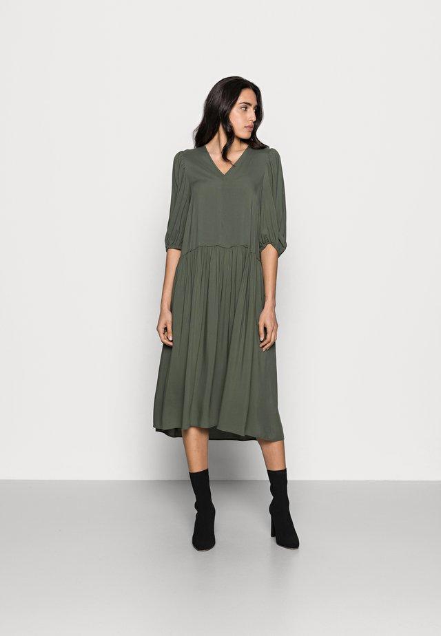 VIKSA LONG DRESS - Korte jurk - beetle green
