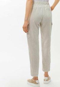 BRAX - STYLE MAREEN - Cargo trousers - light beige - 2