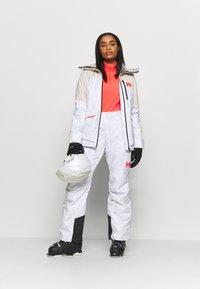 Helly Hansen - POWCHASER LIFALOFT JACKET - Snowboard jacket - snow - 1