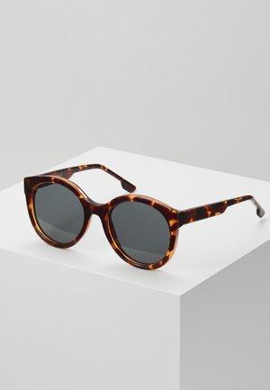 ELLIS - Sluneční brýle - havana