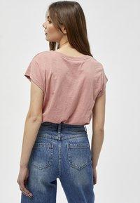 Minus - LETI - Basic T-shirt - old rose melange - 2