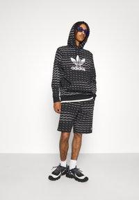 adidas Originals - MONO - Shorts - black/white - 4
