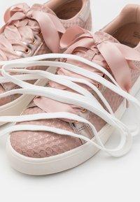 Tamaris - LACE UP - Sneakers laag - rose - 5