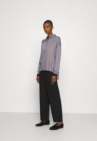 Emily van den Bergh - Button-down blouse - brown/bleu - 1