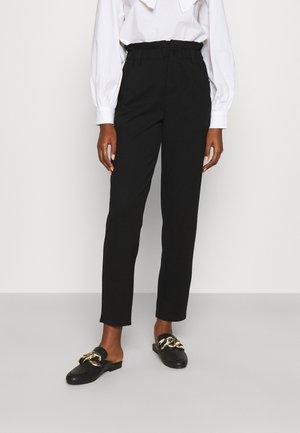 ONLPOPTRASH LIFE CARROT PANT  - Pantaloni sportivi - black