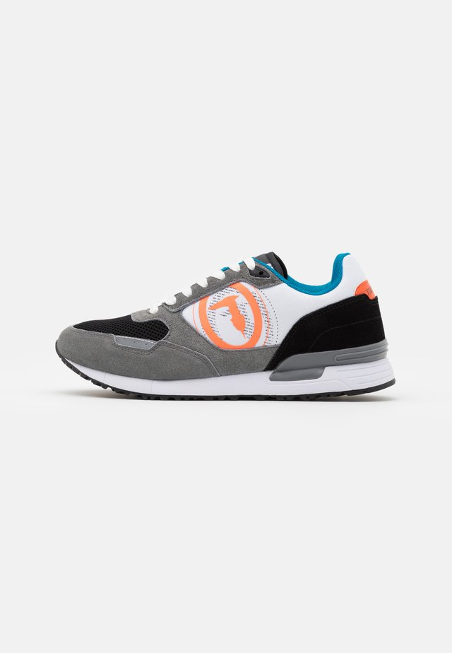 PENTAS - Sneakersy niskie - grey
