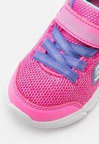 Skechers - COMFY FLEX - Tenisky - hot pink/purple - 5