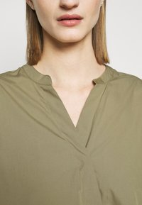 CLOSED - BLANCHE - Blouse - green umber - 4