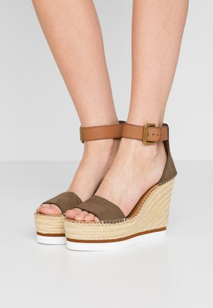 Sandály na vysokém podpatku - alghe