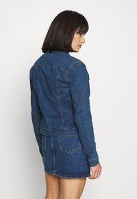 Vero Moda Petite - VMHOT SOYA JACKET - Denim jacket - medium blue denim - 2