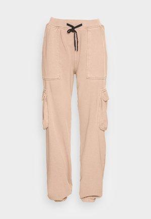 PANTS - Pantaloni cargo - hazelnut