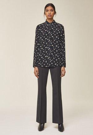 MIT FLORALEM PRINT - Button-down blouse - black