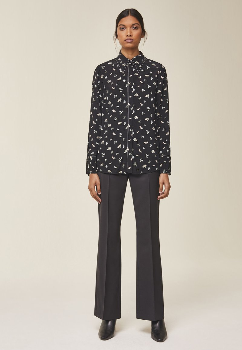 IVY & OAK - MIT FLORALEM PRINT - Button-down blouse - black
