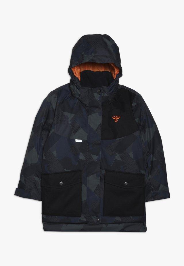 HMLTRAVIS SKIJACKET - Veste de snowboard - dark navy/olive night