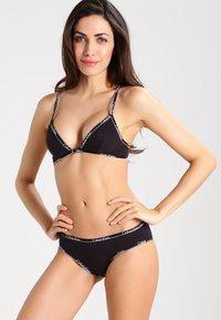 Calvin Klein Underwear - UNLINED - Triangle bra - black - 1