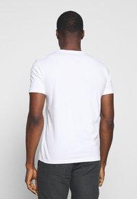 Marc O'Polo - SHORT SLEEVE ROUND NECK - Print T-shirt - white - 2