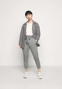 Vero Moda Petite - VMEVA LOOSE PAPERBAG PANT - Trousers - medium grey melange - 1