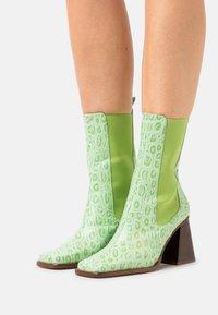 ÁNGEL ALARCÓN - Kotníková obuv na vysokém podpatku - green - 0