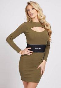Guess - ATIFA DRESS - Jumper dress - grün - 0