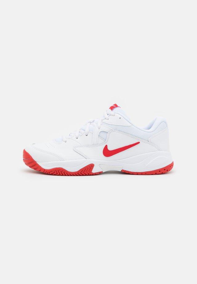 COURT JR LITE 2 UNISEX - Chaussures de tennis toutes surfaces - white/university red