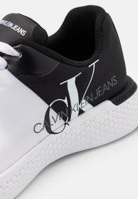 Calvin Klein Jeans - ANGIOLO - Zapatillas - white/black - 5