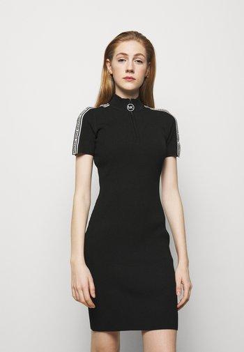 HALF ZIP LOGO TAPE DRESS - Pletené šaty - black