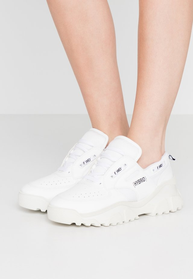 Sneakers - white