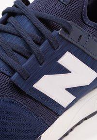 New Balance - MRL247 - Sneakersy niskie - navy - 5