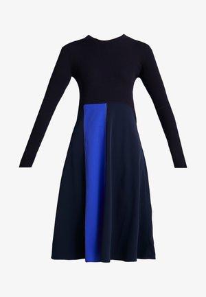 RUPIA - Pletené šaty - blau