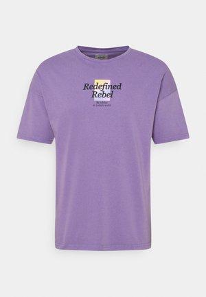 NATHAN TEE UNISEX - Print T-shirt - purple