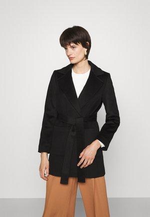 SHORTRUN - Klasický kabát - black