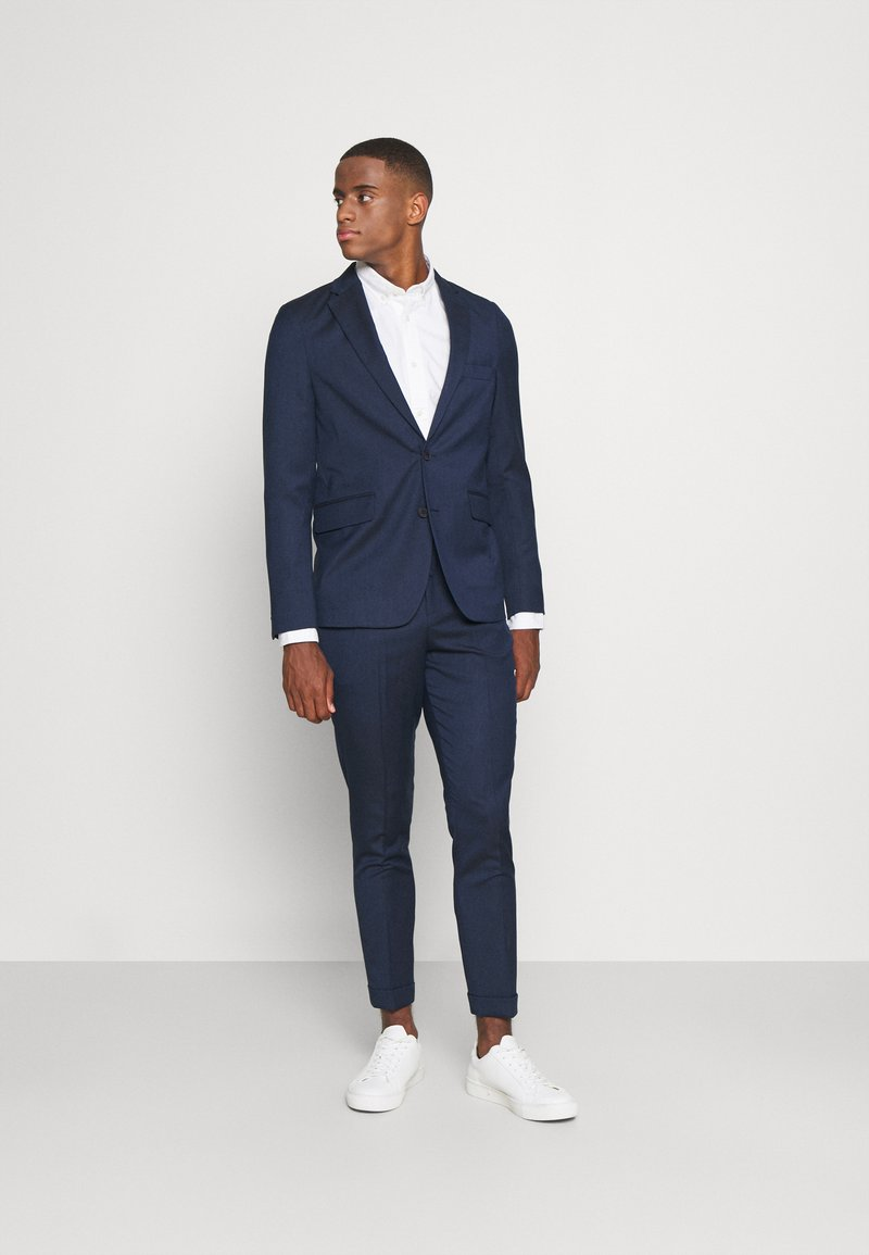 Isaac Dewhirst - THE RELAXED SUIT  - Puku - dark blue