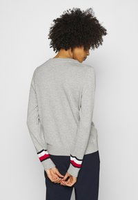 Tommy Hilfiger - ESSENTIAL - Svetr - light grey heather - 2