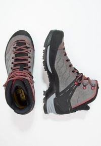 Salewa - MTN TRAINER MID GTX - Mountain shoes - charcoal/papavero - 1