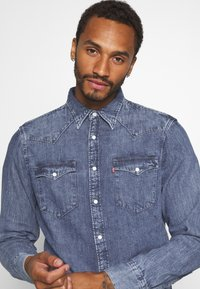 Levi's® - BARSTOW WESTERN STANDARD - Camicia - marble indigo acid wash - 3