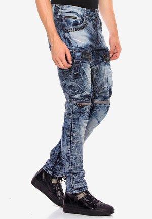 COOLER WASCHUNG UND ZIERNÄHTEN - Straight leg jeans - blue