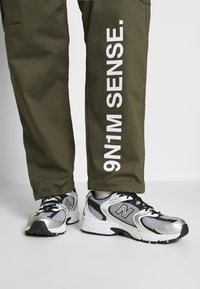 9N1M SENSE - PANTS UNISEX - Pantalon cargo - khaki - 4