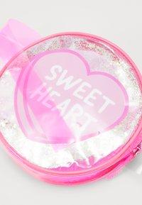 Sunnylife - BUM BAG - Käsilaukku - pink - 2