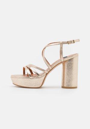 Sandály na platformě - kant carrara