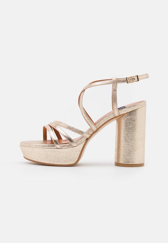 Sandalias con plataforma - kant carrara