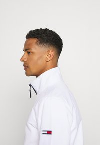 Tommy Jeans - ESSENTIAL CASUAL  - Summer jacket - white - 3
