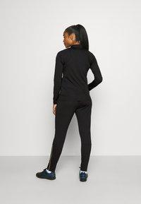 Nike Performance - ACADEMY 21 TRACKSUIT - Treningsdress - black/saturn gold - 2