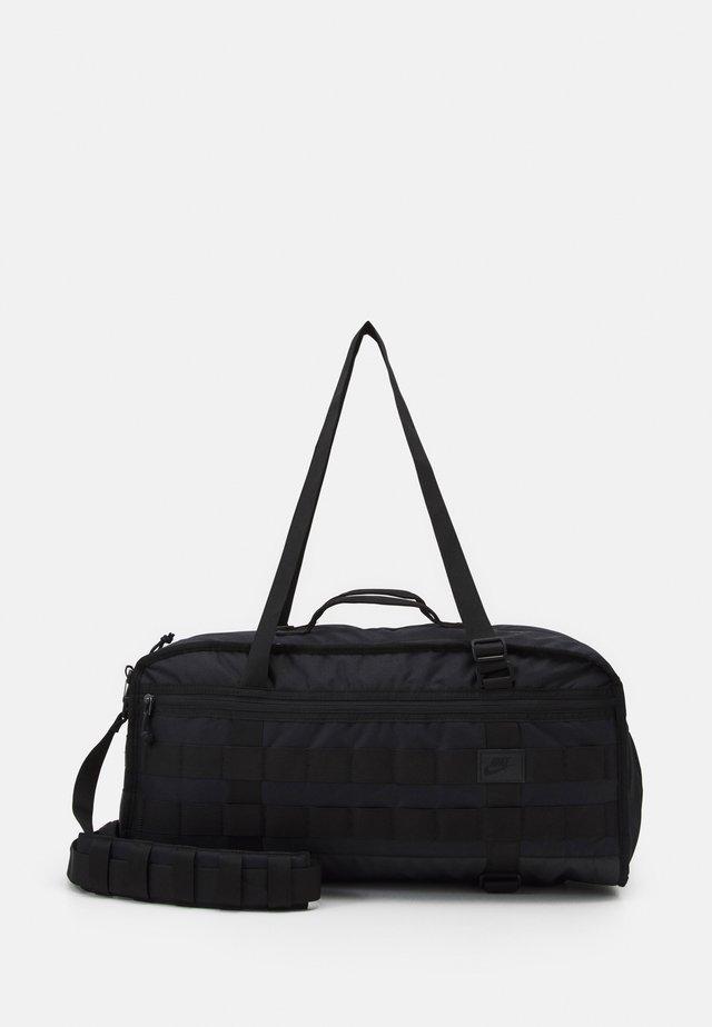 Sportovní taška - black/black/white