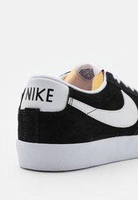 Nike Sportswear - BLAZER '77 - Tenisky - black/white/team orange - 7