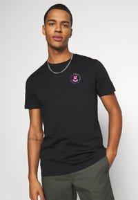 YOURTURN - UNISEX - T-shirt med print - black - 3