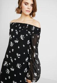 NA-KD - COWGIRL FLORAL PRINTED OFF SHOULDER DRESS - Day dress - black/white - 5