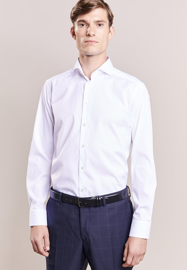 SLIM FIT - Camisa elegante - white