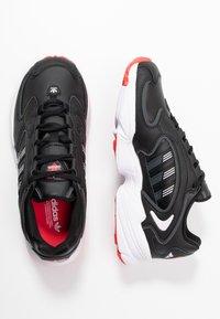 adidas Originals - 2000 - Sneakersy niskie - clear black/grey six/purple tint - 3