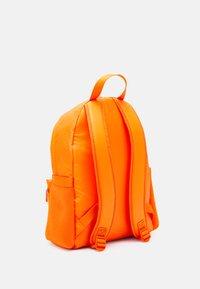 Calvin Klein Jeans - CAMPUS - Sac à dos - vivid orange - 1